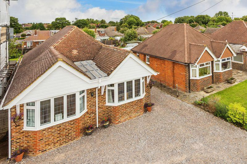 4 Bedrooms Detached House for sale in Fairlands, Guildford