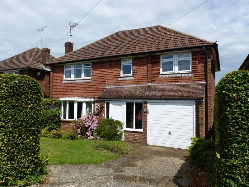 4 Bedrooms Detached House for sale in COOKHAM - HIGH ROAD
