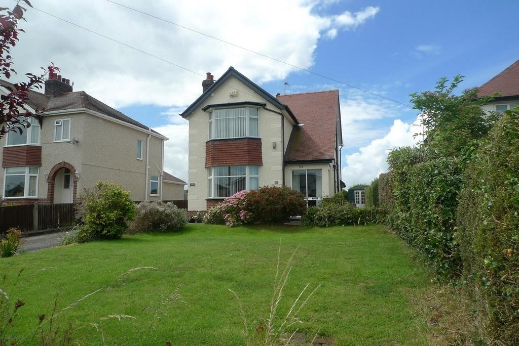3 Bedrooms Detached House for sale in Victoria Drive, Llandudno Junction