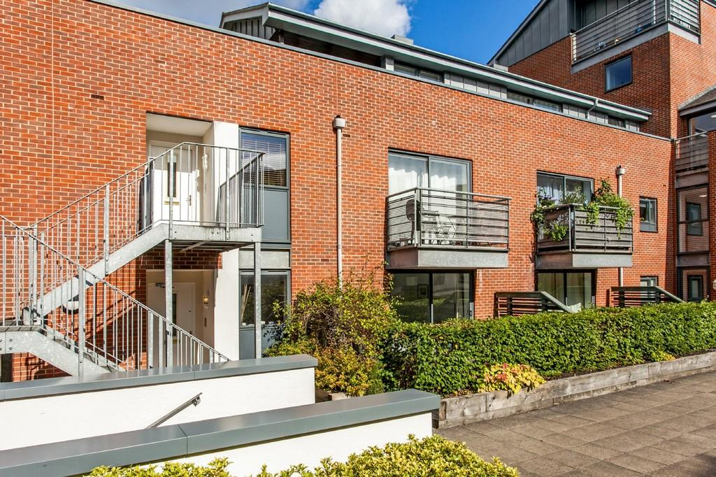 2 Bedrooms Apartment Flat for sale in Staple Gardens, Winchester, SO23