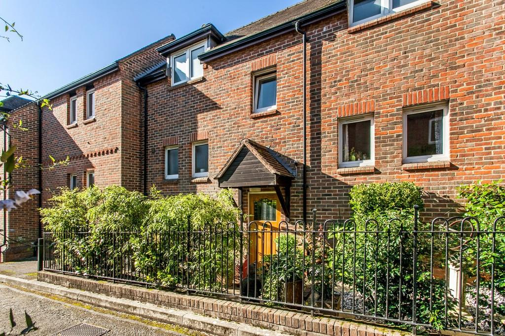 2 Bedrooms Apartment Flat for sale in St. Swithun Street, Winchester, SO23