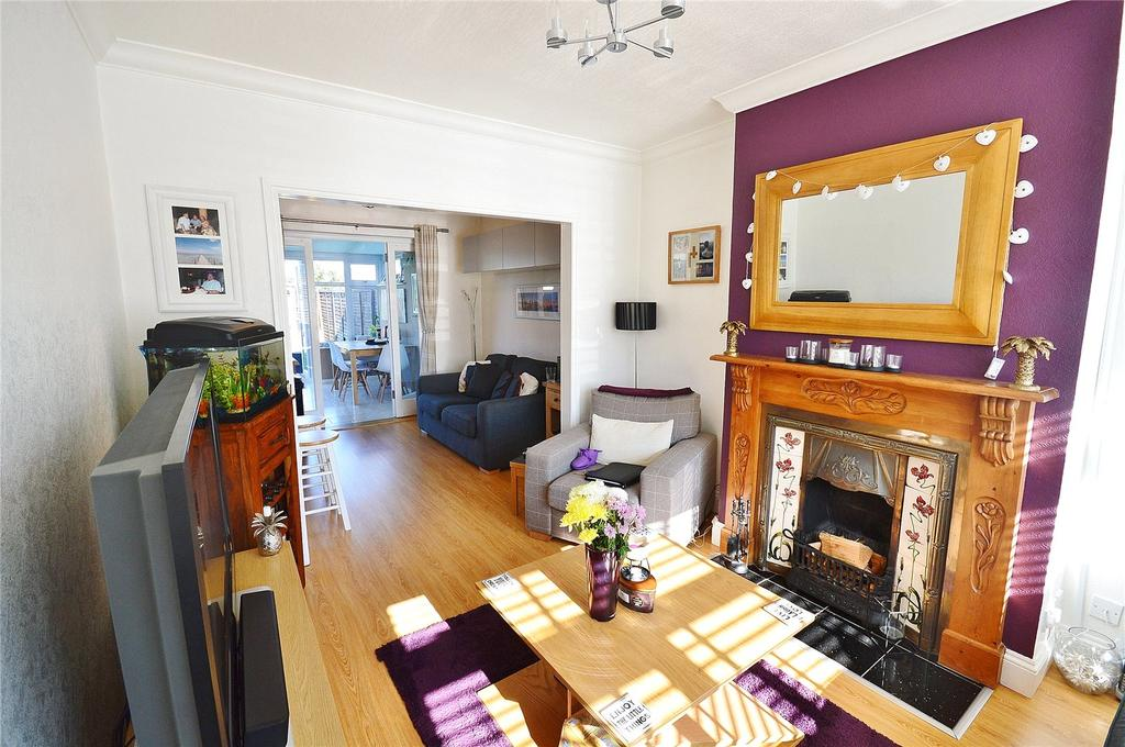 3 Bedrooms Terraced House for sale in Fern Way, Garston, Hertfordshire, WD25