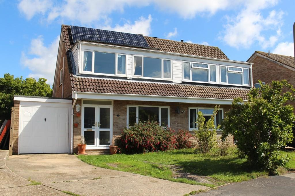 3 Bedrooms Semi Detached House for sale in Eastcot Close, Holbury