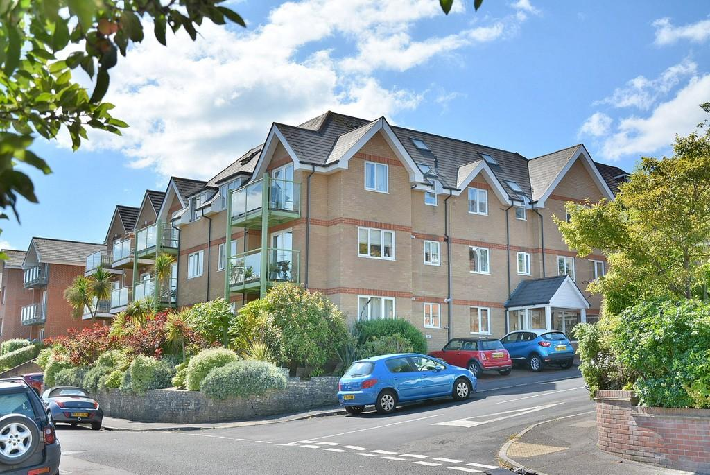 3 Bedrooms Apartment Flat for sale in Pineview, 10 Earle Road, Alum Chine, Bournemouth