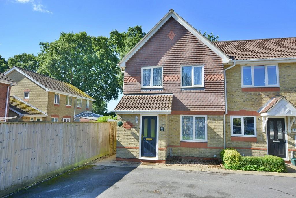 3 Bedrooms Semi Detached House for sale in Hainault Drive, Verwood
