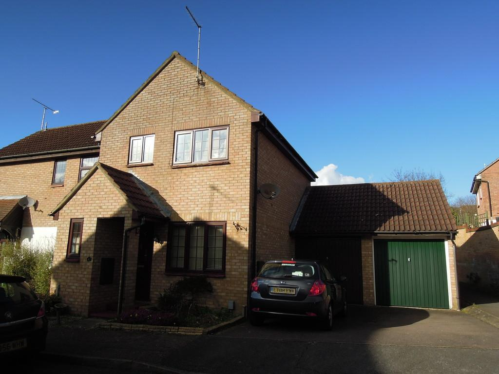 3 Bedrooms Semi Detached House for sale in Beane Walk, Stevenage