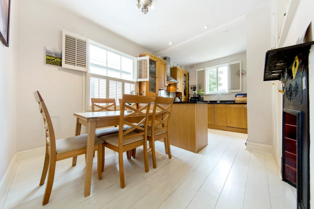 3 Bedrooms Flat for sale in Kenyon St, London