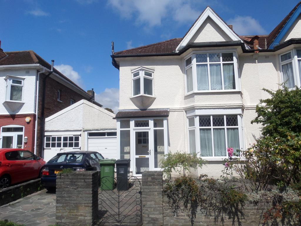 3 Bedrooms Semi Detached House for sale in Newquay Road, London