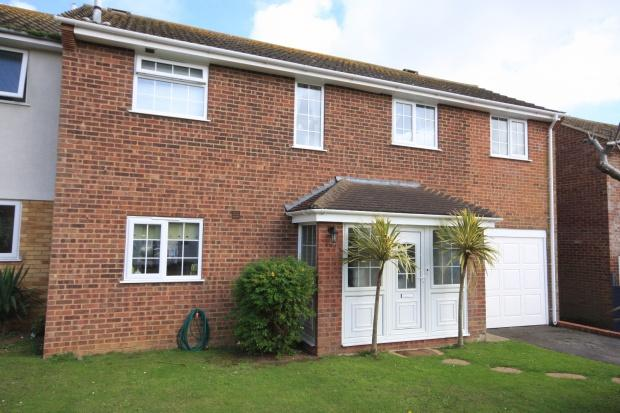 3 Bedrooms Semi Detached House for sale in Turnpike Close, Peacehaven, BN10
