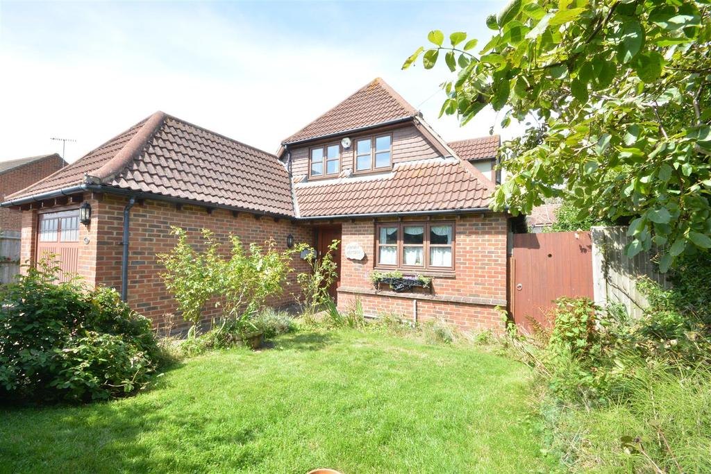 4 Bedrooms Detached House for sale in Essenden Road, St. Leonards-On-Sea
