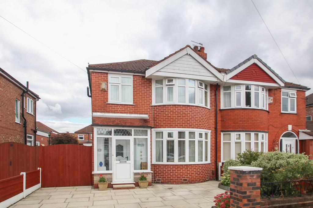 3 Bedrooms Semi Detached House for sale in Abingdon Road, Davyhulme, Manchester, M41