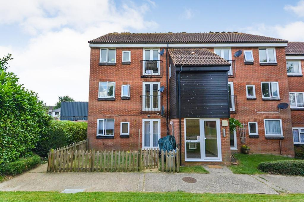 2 Bedrooms Apartment Flat for sale in Mountbatten Court, Mountbatten Road, Braintree, Essex, CM7