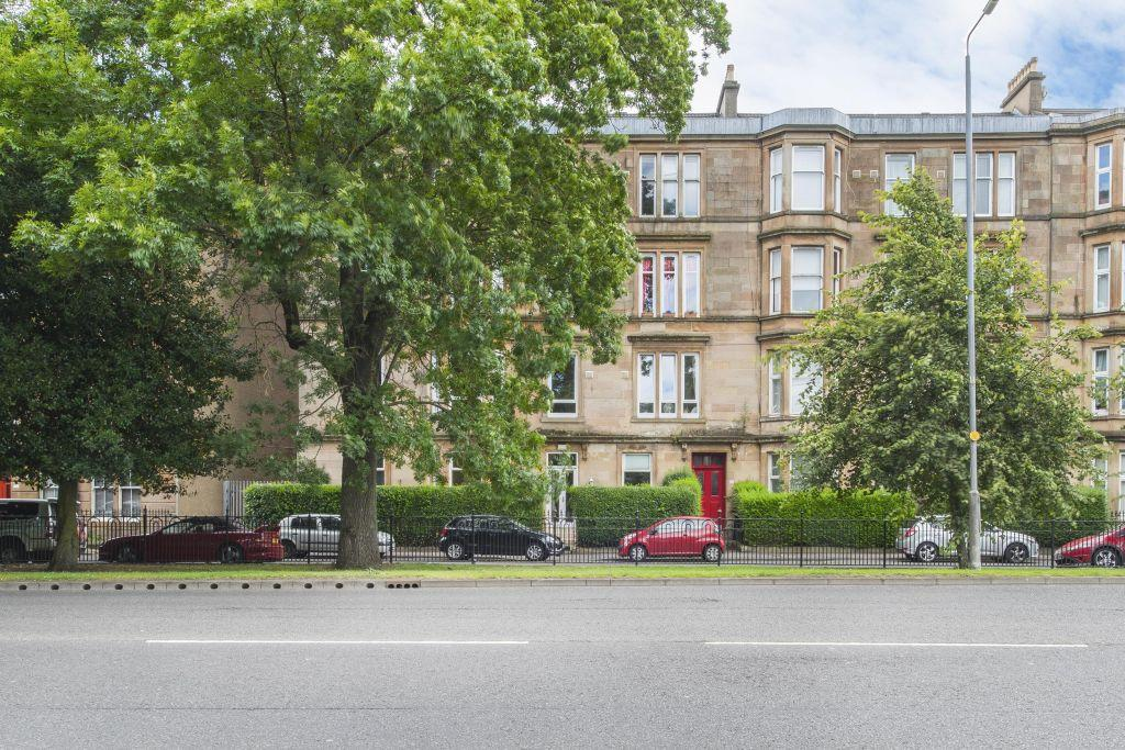 4 Bedrooms Ground Flat for sale in 133 Greenhead Street, Glasgow Green, Glasgow, G40 1HT