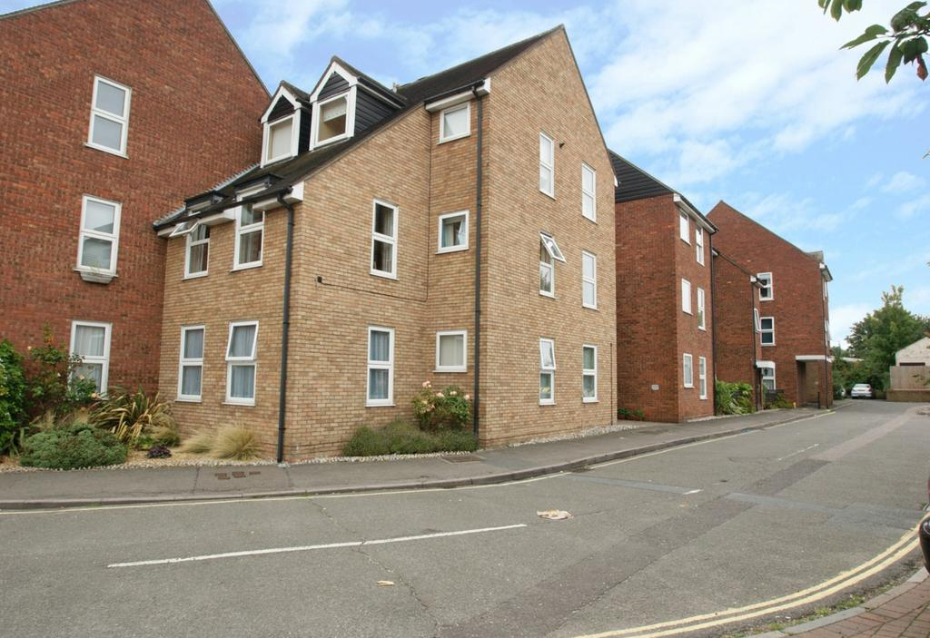 1 Bedroom Apartment Flat for sale in Haslers Court, Ingatestone, CM4