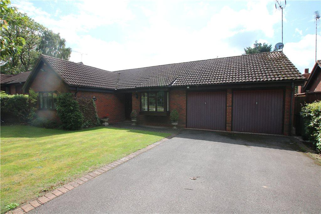 2 Bedrooms Detached Bungalow for sale in Thornbury Lane, Church Hill North, Redditch, Worcestershire, B98