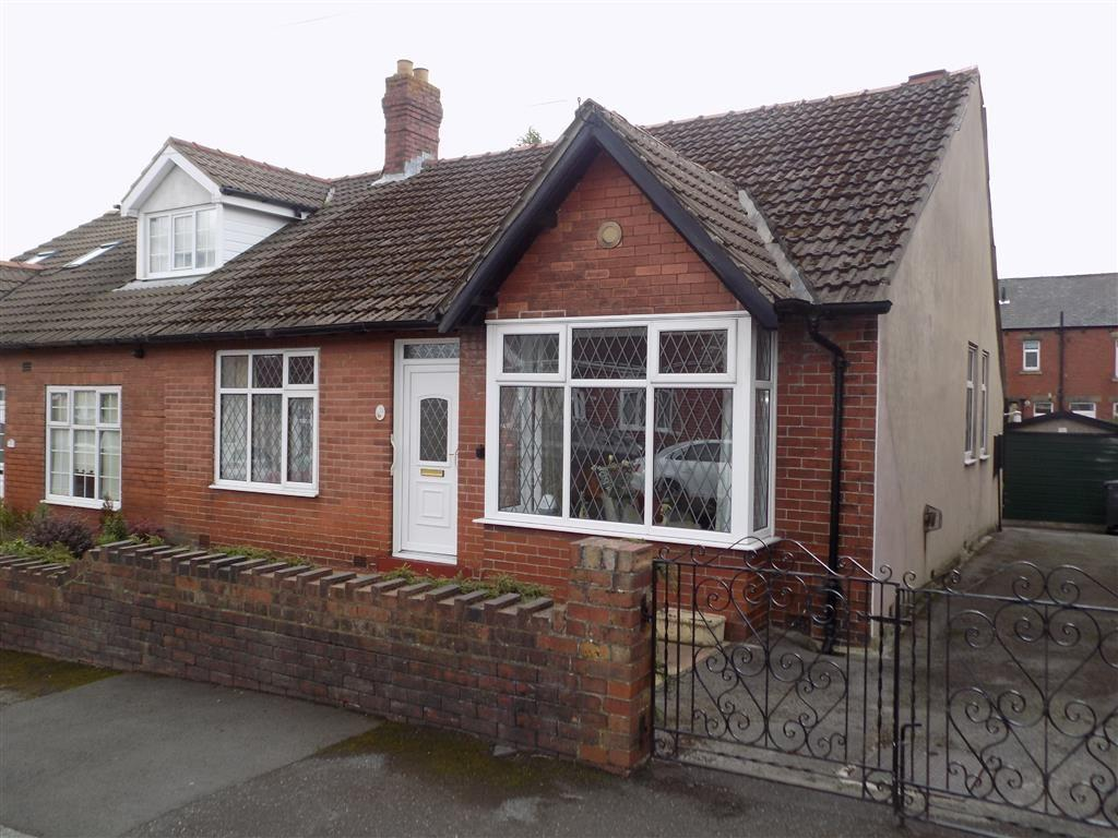 2 Bedrooms Semi Detached Bungalow for sale in Burwood Road, Lindley, Huddersfield, HD3