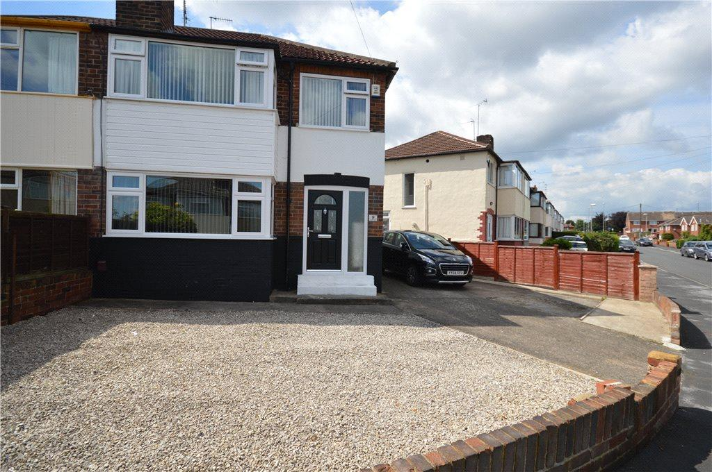 3 Bedrooms Semi Detached House for sale in Southleigh Crescent, Leeds, West Yorkshire