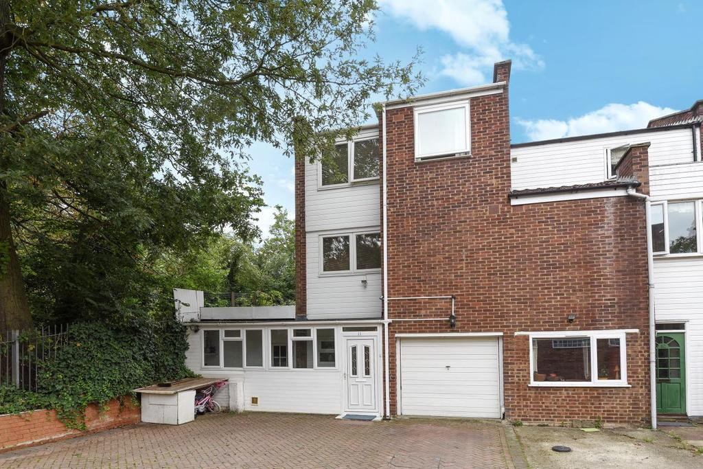 5 Bedrooms End Of Terrace House for sale in Catling Close, Forest Hill