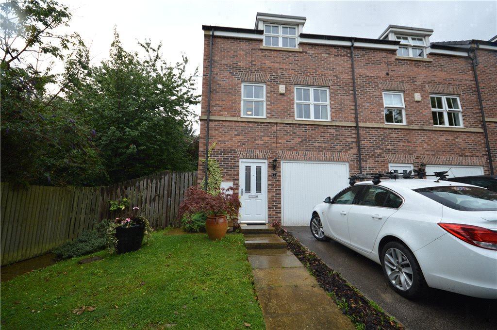 3 Bedrooms Terraced House for sale in Beech Court, Leeds, West Yorkshire