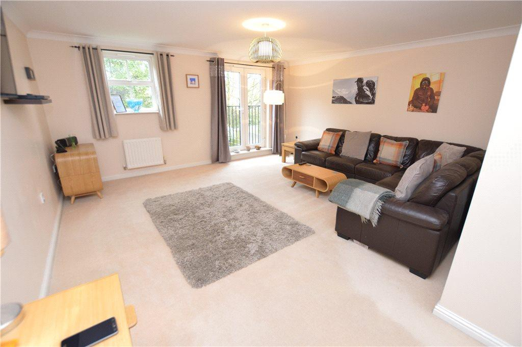 3 Bedrooms Terraced House for sale in Beech Court, Leeds, West Yorkshire