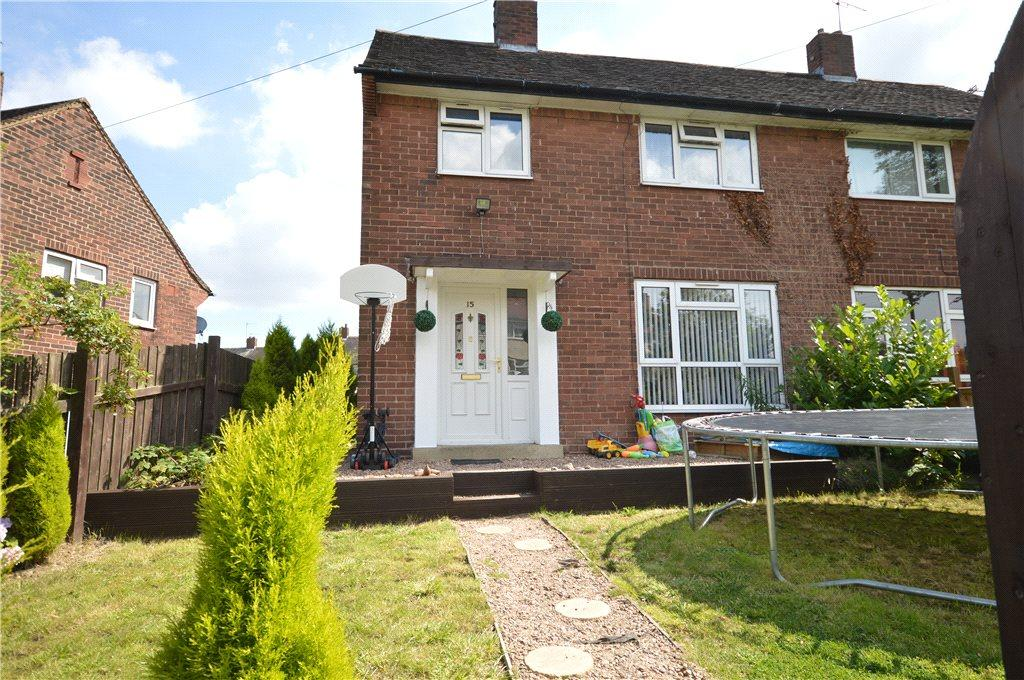 3 Bedrooms Semi Detached House for sale in Newhall Garth, Leeds, West Yorkshire