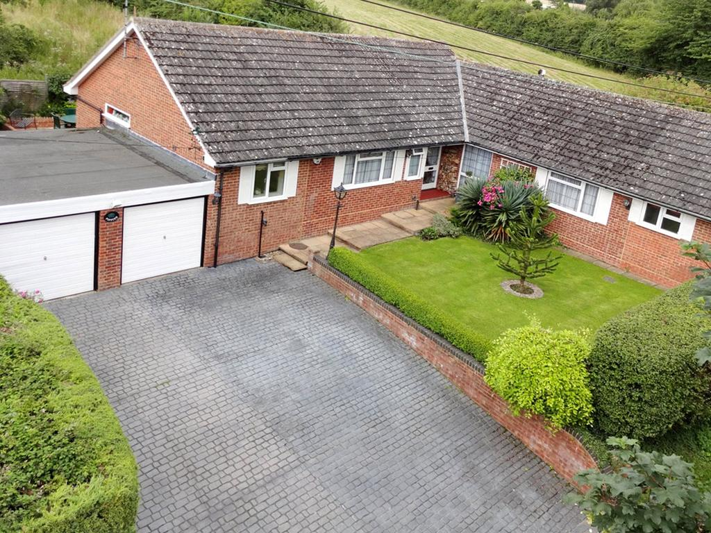 3 Bedrooms Detached Bungalow for sale in Box Tree Lane, Postcombe, Oxon, OX9