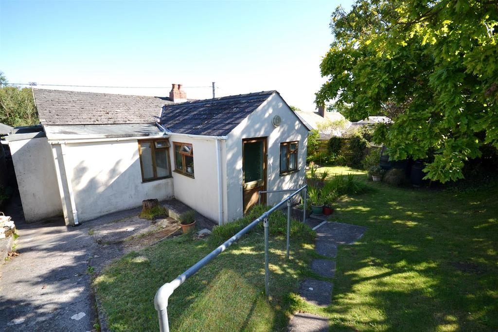 3 Bedrooms Detached Bungalow for sale in Trewent Hill, Freshwater East, Pembroke