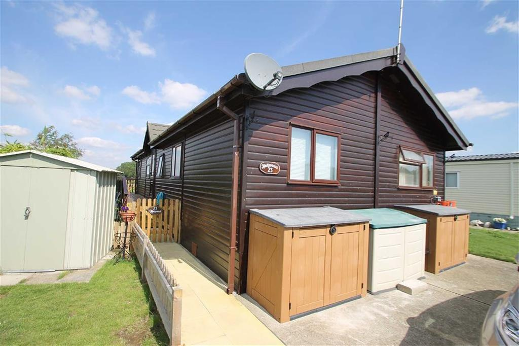 4 Bedrooms Mobile Home for sale in Hedgerows, Great Bentley