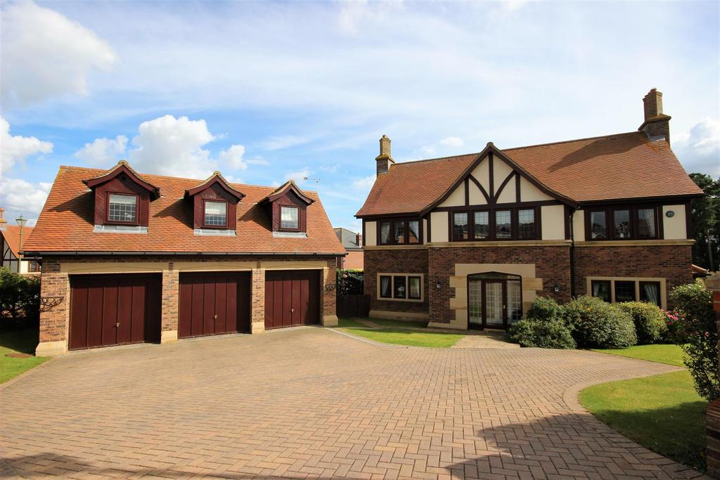 5 Bedrooms Detached House for sale in Swainston Close, Wynyard, Billingham