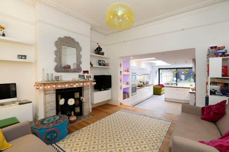 5 Bedrooms Terraced House for sale in Foxbourne Road, London SW17