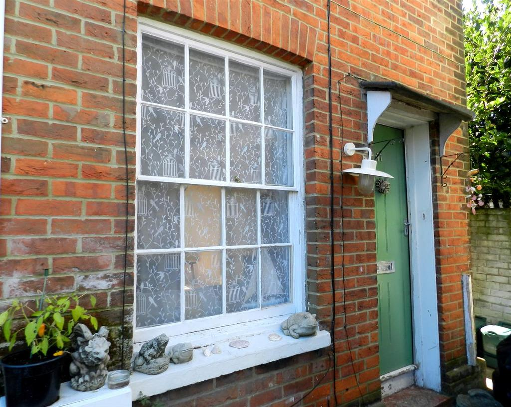 2 Bedrooms Terraced House for sale in George Street, Ryde