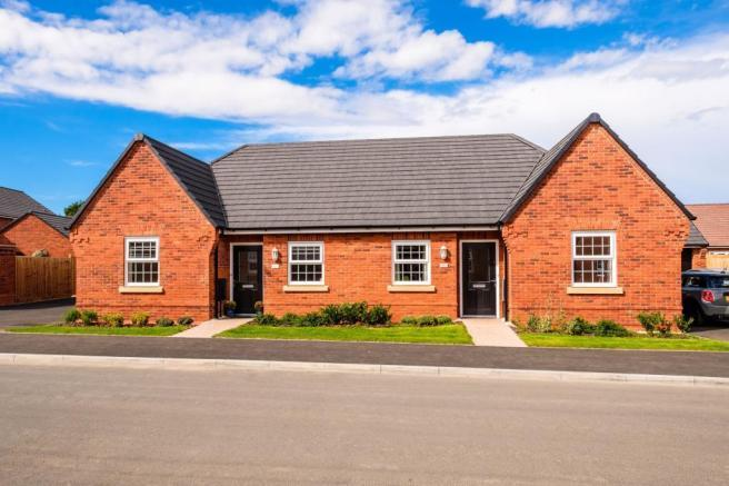 2 Bedrooms Semi Detached Bungalow for sale in Stockton Road, Long Itchington