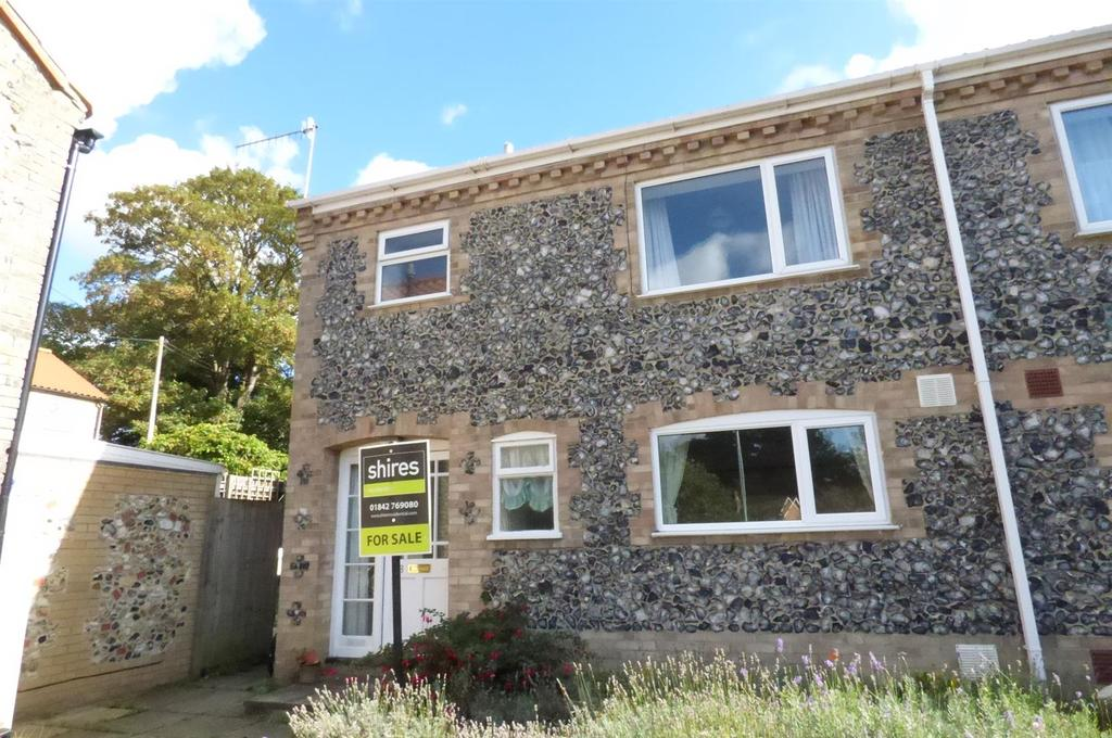 3 Bedrooms Semi Detached House for sale in Abbey Green, Thetford