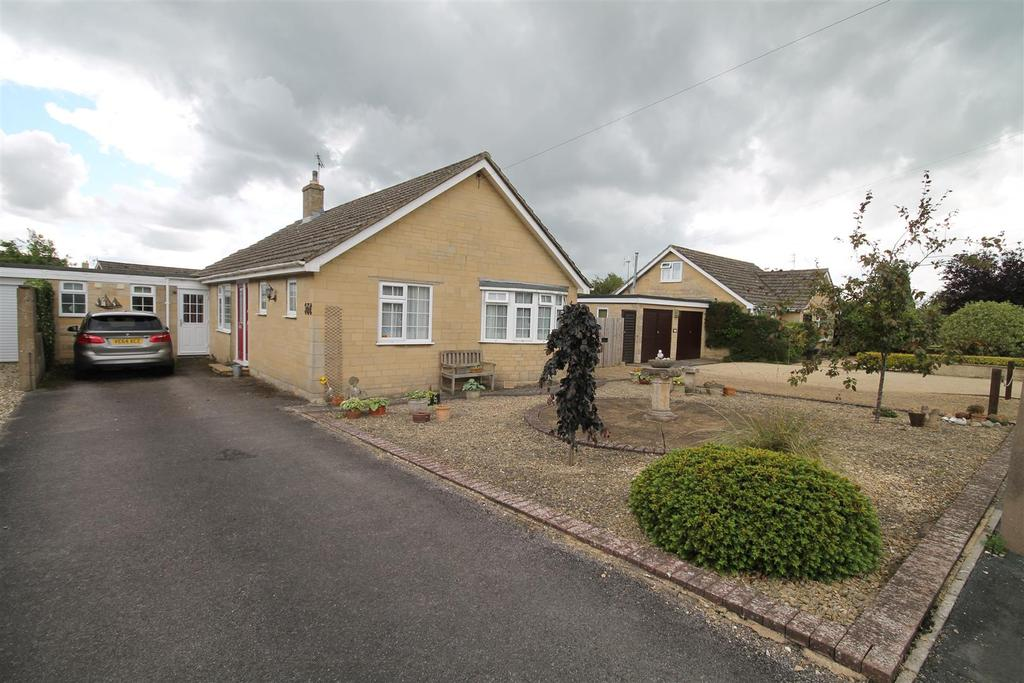 3 Bedrooms Bungalow for sale in Ricardo Road, Minchinhampton, Stroud