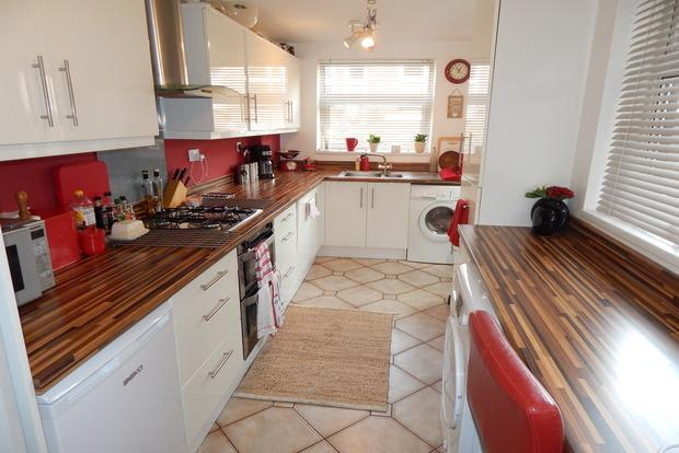 2 Bedrooms Terraced House for sale in Glentworth Road, Nottingham, NG7