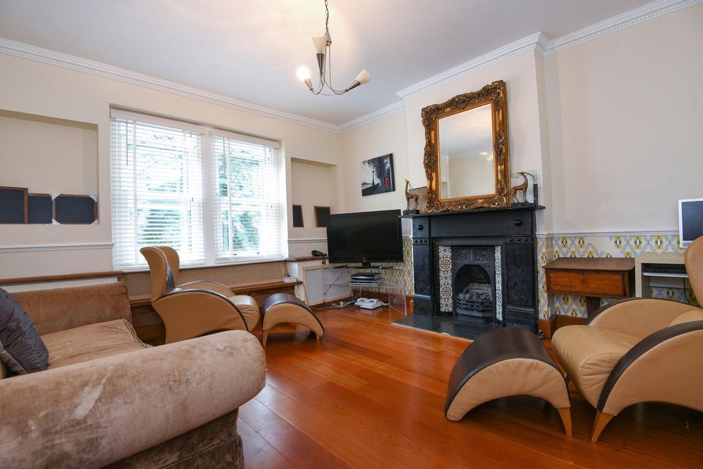 2 Bedrooms Maisonette Flat for sale in Westcombe Hill, London, SE3