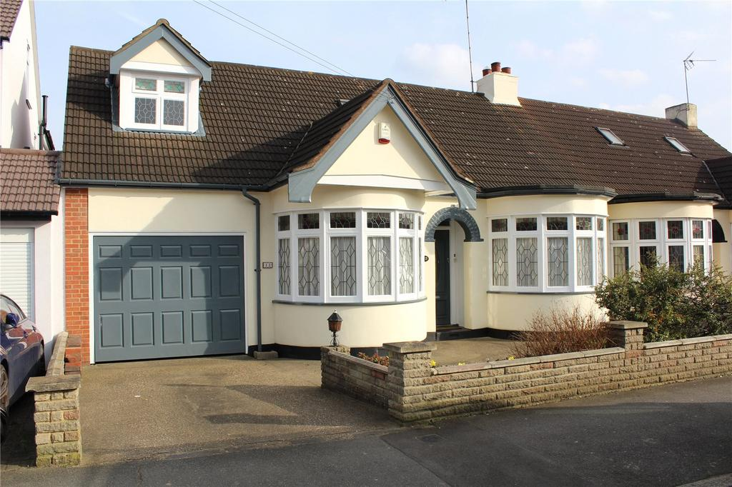 4 Bedrooms Semi Detached Bungalow for sale in Minster Way, Hornchurch, RM11