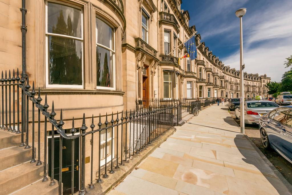 3 Bedrooms Flat for sale in 17a Eglinton Crescent, West End, EH12 5DD
