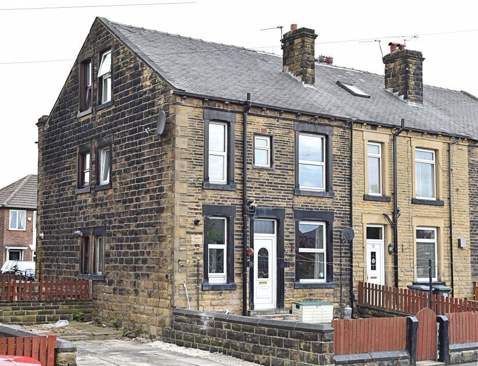 3 Bedrooms Terraced House for sale in Springfield Lane, Morley, Leeds
