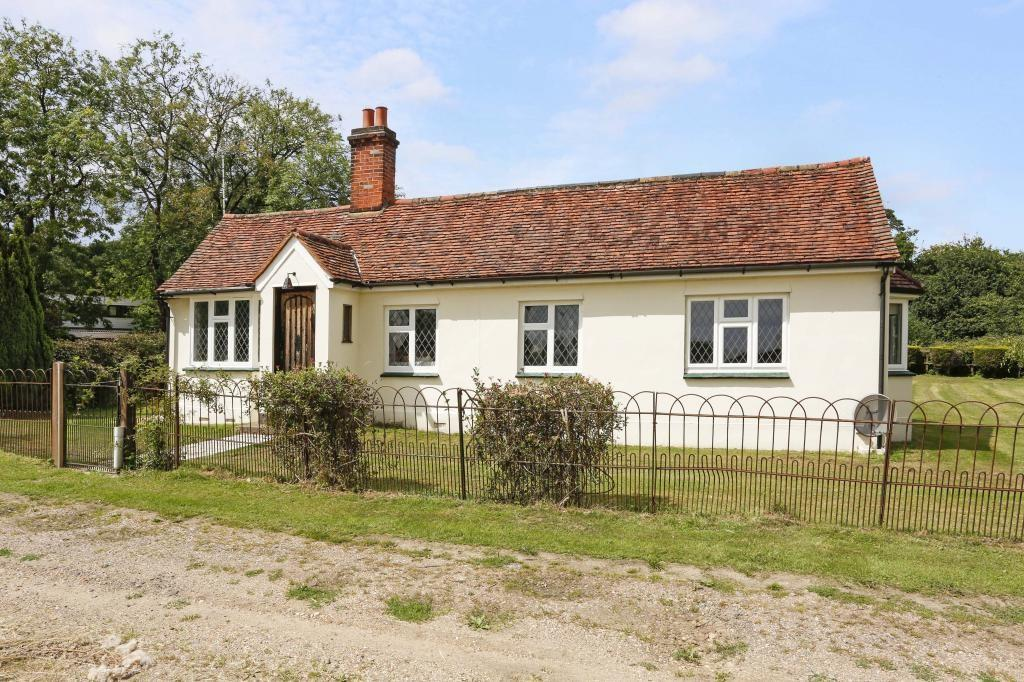 2 Bedrooms Detached Bungalow for sale in Little Hyde Lane, Fryerning, Ingatestone, Essex, CM4