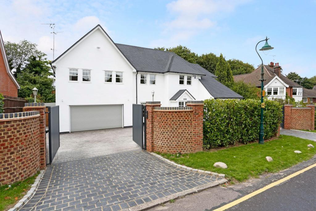 5 Bedrooms Detached House for sale in Herington Grove, Hutton, Brentwood, Essex, CM13