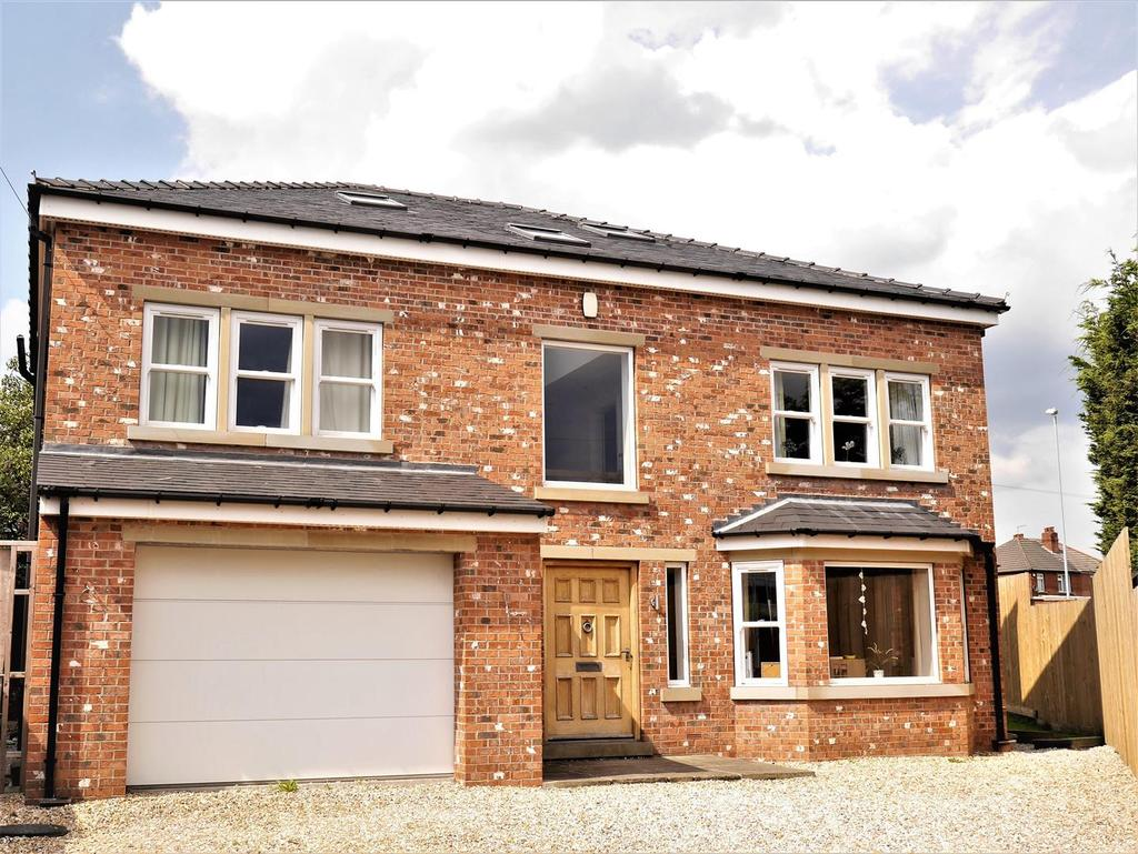5 Bedrooms Detached House for sale in Kingsley Close, Birkenshaw, BD11 2NH