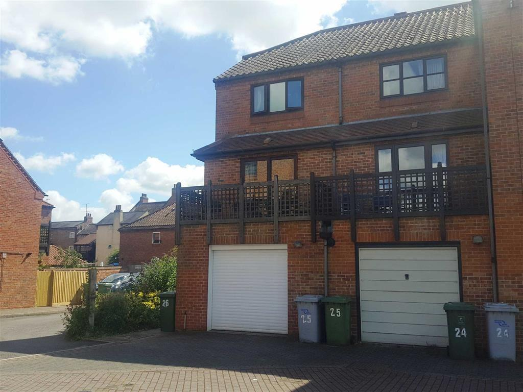 3 Bedrooms Town House for sale in Coopers Yard, Millgate, Newark, Nottinghamshire, NG24
