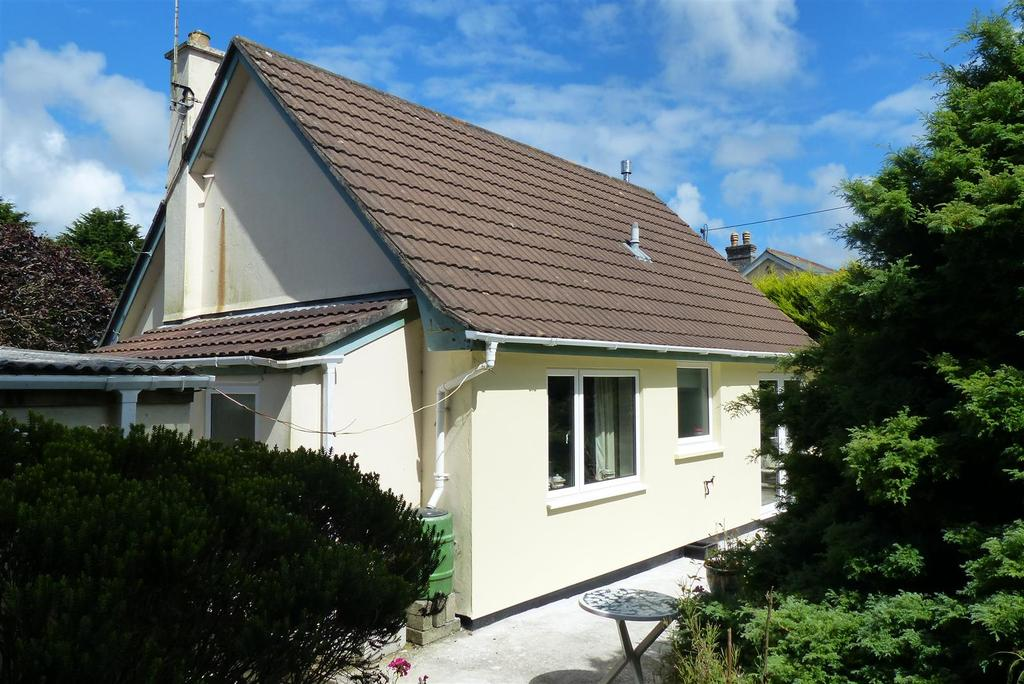 2 Bedrooms Detached House for sale in Tolgullow