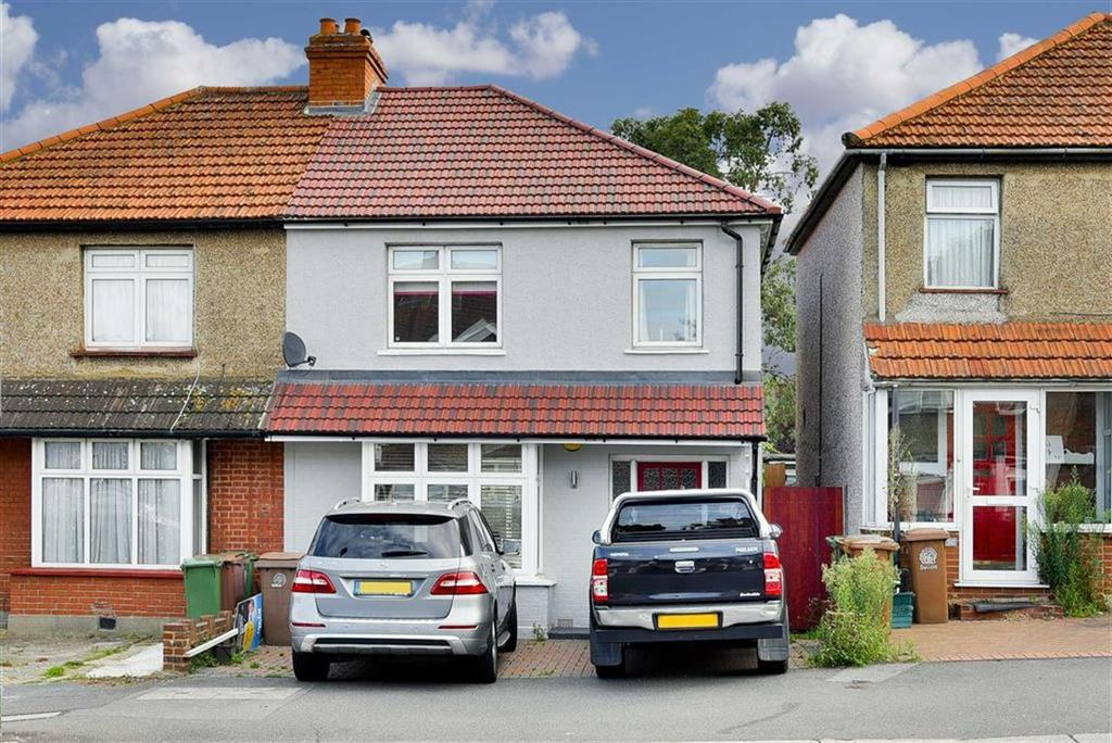 3 Bedrooms Semi Detached House for sale in Cheam Common Road, Worcester Park, Surrey