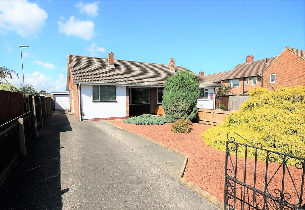 2 Bedrooms Semi Detached Bungalow for sale in Darlington Lane, Stockton-On-Tees