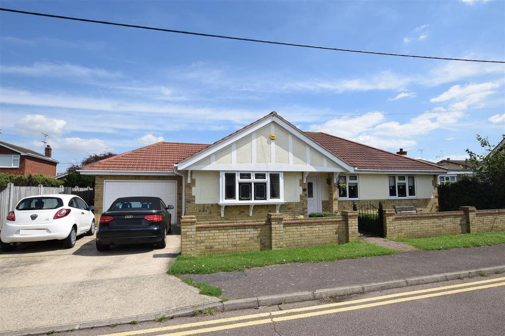 4 Bedrooms Detached Bungalow for sale in Normans Road, Canvey Island