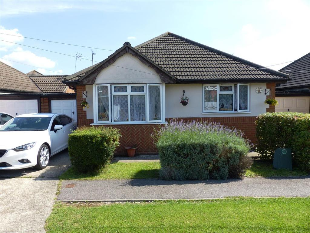3 Bedrooms Detached Bungalow for sale in Hetzand Road, Canvey Island