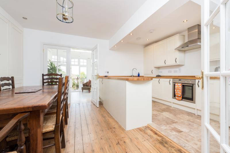 3 Bedrooms Semi Detached House for sale in Derwent Avenue, Headington, Oxford, Oxfordshire