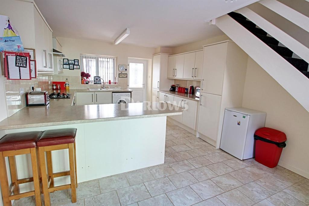 4 Bedrooms End Of Terrace House for sale in Alma Street, Blaenavon